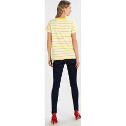 T-shirty damskie: Kaffe LINA Tshirt z nadrukiem solar yellow/chalk