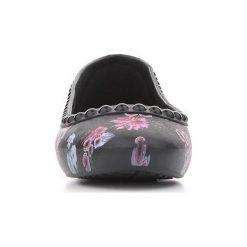 Baleriny Crocs  Lina Luxe Flat 203407-02J. Różowe baleriny damskie marki Crocs, z materiału. Za 101,00 zł.