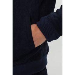 Knowledge Cotton Apparel Kurtka ze skóry ekologicznej total eclipse. Niebieskie kurtki męskie skórzane Knowledge Cotton Apparel, m. W wyprzedaży za 434,85 zł.