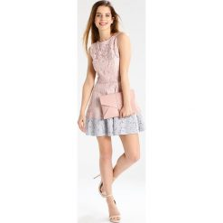Sukienki hiszpanki: Little Mistress Petite Sukienka letnia blush