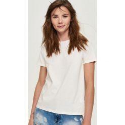 T-shirty damskie: T-shirt z wiązaniem na plecach – Kremowy