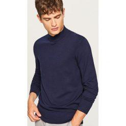 Sweter z półgolfem - Granatowy. Niebieskie swetry klasyczne męskie marki Cropp, l. Za 69,99 zł.