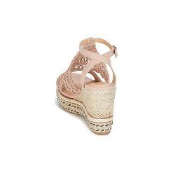 Sandały Bullboxer  KOULOK. Czerwone sandały trekkingowe damskie Bullboxer. Za 207,20 zł.