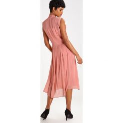 Długie sukienki: DAY Birger et Mikkelsen ANSWER Długa sukienka light rose