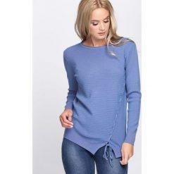 Niebieski Sweter Lifetime. Niebieskie swetry klasyczne damskie marki Born2be, l, z okrągłym kołnierzem. Za 59,99 zł.