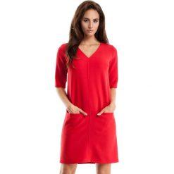 Czerwona Sukienka w Serek z Kieszeniami. Czerwone sukienki balowe marki Molly.pl, na co dzień, l, z tkaniny, dekolt w kształcie v, z krótkim rękawem, mini, proste. Za 125,90 zł.