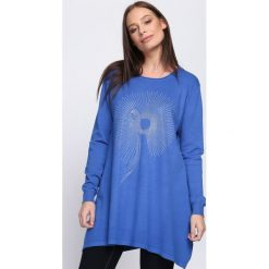Ciemnoniebieski Sweter Proportionate. Niebieskie swetry klasyczne damskie Born2be, l, z dzianiny, z okrągłym kołnierzem. Za 54,99 zł.