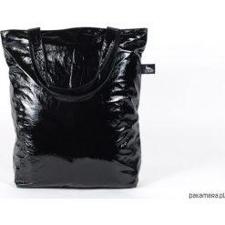 Lakierowana czarna torba. Czarne torebki klasyczne damskie Pakamera, z bawełny, duże, lakierowane. Za 159,00 zł.