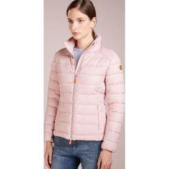 Save the duck GIGA Kurtka zimowa blush pink. Czerwone bomberki damskie Save the duck, na zimę, xl, z materiału. Za 619,00 zł.