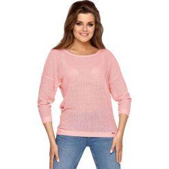 Damska bluzka Betty. Różowe bluzki z odkrytymi ramionami marki Astratex. Za 70,99 zł.
