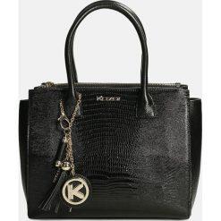 Czarna torebka do ręki. Czarne torebki klasyczne damskie Kazar, z motywem zwierzęcym, ze skóry. Za 849,00 zł.