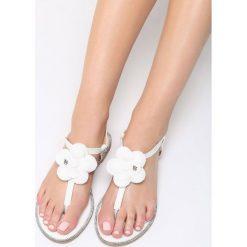 Białe Sandały Lemon Tart. Białe sandały damskie marki Born2be, z lakierowanej skóry, na obcasie. Za 59,99 zł.