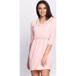 Jasnoróżowa Sukienka To Rome. Czerwone sukienki mini marki Born2be, l. Za 59,99 zł.