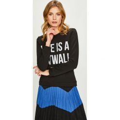 Answear - Bluza Watch Me. Czarne bluzy z nadrukiem damskie ANSWEAR, l, z bawełny, bez kaptura. W wyprzedaży za 79,90 zł.