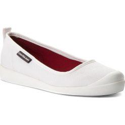 Półbuty CALVIN KLEIN JEANS - Libby R8947  White. Białe creepersy damskie Calvin Klein Jeans, z jeansu, na płaskiej podeszwie. W wyprzedaży za 289,00 zł.