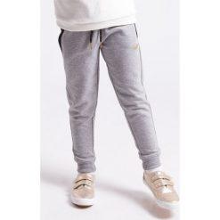Spodnie dresowe dziewczęce: Spodnie dresowe dla małych dziewczynek JSPDD104z – szary melanż