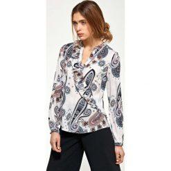 Wzorzysta Koszulowa Bluzka z Asymetryczną Falbanką. Szare bluzki asymetryczne marki Mohito, l, z asymetrycznym kołnierzem. Za 109,90 zł.