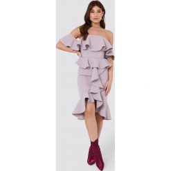 Sukienki hiszpanki: True Decadence Sukienka z falbaną i odkrytymi ramionami – Purple