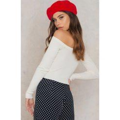 NA-KD Sweter z odkrytymi ramionami - White. Białe swetry klasyczne damskie marki NA-KD, z dzianiny. W wyprzedaży za 85,17 zł.