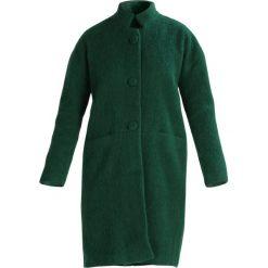 And Less METZ Płaszcz wełniany /Płaszcz klasyczny eden. Zielone płaszcze damskie wełniane And Less, klasyczne. W wyprzedaży za 417,45 zł.
