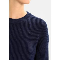 Swetry klasyczne damskie: Karen by Simonsen ACTUAL Sweter black iris