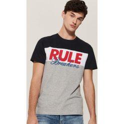 T-shirt z nadrukiem - Wielobarwn. Szare t-shirty męskie z nadrukiem House, l. Za 39,99 zł.