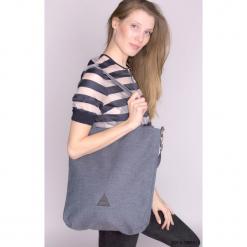 Torba na ramię w niebieskim kolorze. Niebieskie torebki klasyczne damskie Pakamera, w paski. Za 139,00 zł.