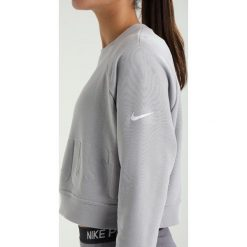 Bluzy rozpinane damskie: Nike Performance VERSA Bluza atmosphere grey/white