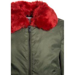 Replay Kurtka zimowa army green. Zielone kurtki chłopięce zimowe marki Replay, z bawełny. W wyprzedaży za 439,45 zł.