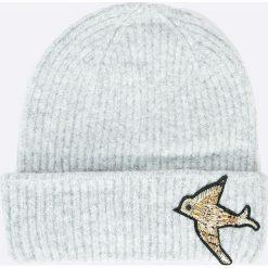 Pieces - Czapka Regitta. Szare czapki zimowe damskie Pieces, z dzianiny. W wyprzedaży za 49,90 zł.