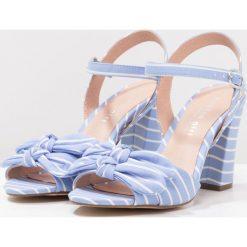 Rzymianki damskie: Madden Girl BOWS Sandały na obcasie blue/white