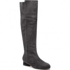 Kozaki STUART WEITZMAN - Eloise 30 YL53452 Asphalt Suede. Szare buty zimowe damskie marki Stuart Weitzman, z materiału, na obcasie. Za 3309,00 zł.