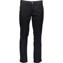 Spodnie chino - Slim fit - w kolorze czarnym. Czarne chinosy męskie marki Ben Sherman, z aplikacjami, z materiału. W wyprzedaży za 173,95 zł.