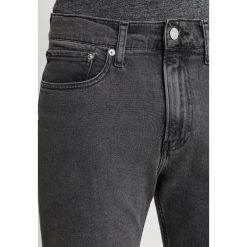 Calvin Klein Jeans 016 SKINNY Jeans Skinny Fit copenhagen grey. Czarne jeansy męskie relaxed fit Calvin Klein Jeans, z bawełny. Za 419,00 zł.