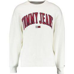 Tommy Jeans COLLEGIATE Bluza bright white. Białe bluzy męskie Tommy Jeans, m, z bawełny. Za 399,00 zł.