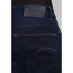 GStar 3301 TAPERED Jeansy Relaxed Fit darkblue denim. Białe jeansy męskie relaxed fit marki G-Star, z nadrukiem. Za 459,00 zł.