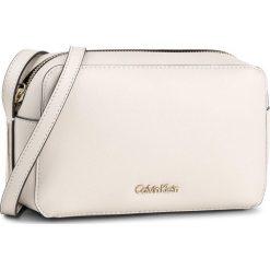 Torebka CALVIN KLEIN - Frame Camera Bag K60K603980 000. Białe listonoszki damskie marki Calvin Klein, ze skóry ekologicznej. W wyprzedaży za 289,00 zł.