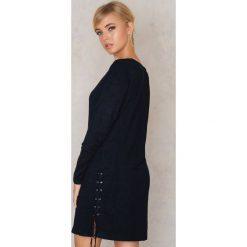 Sukienki dzianinowe: Rut&Circle Sukienka z dzianiny ze sznurowaniem Rosella – Black