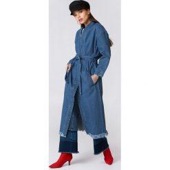 NA-KD Trend Płaszcz jeansowy - Blue. Białe płaszcze damskie marki NA-KD Trend, z nadrukiem, z jersey, z okrągłym kołnierzem. Za 283,95 zł.