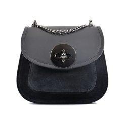 Torebka w kolorze czarnym - (S)19 x (W)16,5 x (G)10 cm. Czarne torebki klasyczne damskie Bestsellers bags, w paski, z materiału. W wyprzedaży za 199,95 zł.