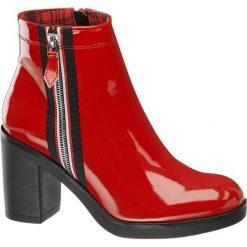 Botki damskie Catwalk czerwone. Czerwone botki damskie na obcasie Catwalk, z lakierowanej skóry. Za 159,90 zł.