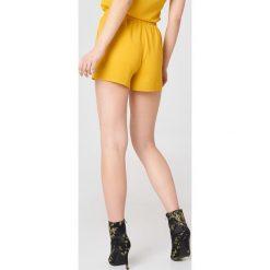 Rut&Circle Szorty Emma - Yellow. Żółte szorty damskie Rut&Circle, z elastanu, z podwyższonym stanem. Za 100,95 zł.