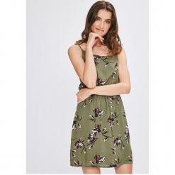 Vero Moda - Sukienka. Szare sukienki dzianinowe marki Vero Moda, na co dzień, l, casualowe, z okrągłym kołnierzem, na ramiączkach, mini, proste. W wyprzedaży za 99,90 zł.
