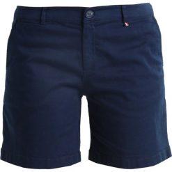 Tommy Jeans ESSENTIAL Szorty black iris. Niebieskie jeansy damskie Tommy Jeans, z bawełny. Za 349,00 zł.