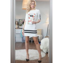 Sukienka z nadrukiem kremowa. Białe sukienki Fasardi, z nadrukiem. Za 29,00 zł.