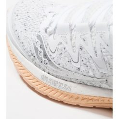 Saucony TRIUMPH ISO 4 Obuwie do biegania treningowe white. Białe buty do biegania damskie Saucony, z materiału. Za 719,00 zł.