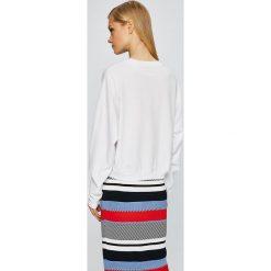 Guess Jeans - Bluza. Szare bluzy z nadrukiem damskie marki Guess Jeans, l, z bawełny, bez kaptura. W wyprzedaży za 159,90 zł.