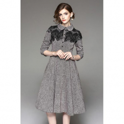 Sukienka w kolorze szarym. Szare sukienki koronkowe marki Zeraco, w koronkowe wzory, midi, rozkloszowane. W wyprzedaży za 329,95 zł.