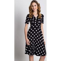 Sukienki: Dzianinowa sukienka z wstawką w talii i krótkim rękawem BIALCON
