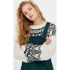 Swetry klasyczne damskie: Sweter z żakardowym wzorem